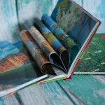 сложенные книги