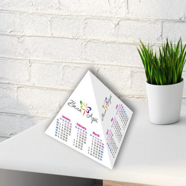 Календарь настольный пирамидка